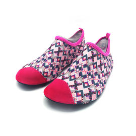 China Flexible Red Aqua Foot Water Shoes Outside Pool And Beach Shoes Cozy Feel supplier