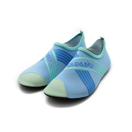 China Low MOQ Ultra - Light Non Slip Swimming Shoes Customized Pattern factory